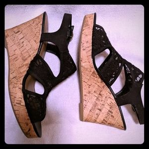 AE black lace wedges